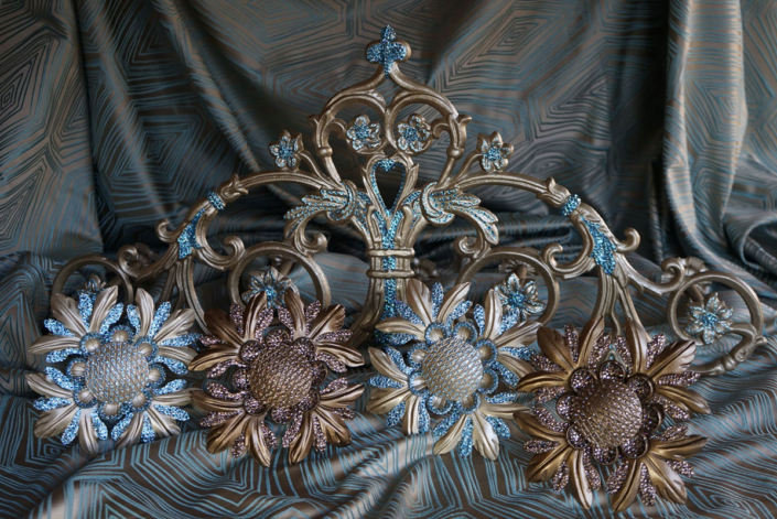 Scroll Crown | Drapes Design
